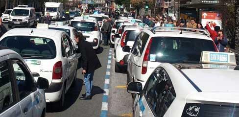 Taxistas denuncian que el Gobierno cántabro les ha exluído del