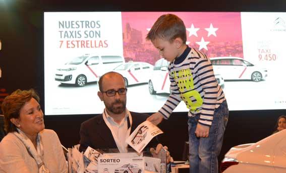 Felipe Prada Barrios, ganador del C-Elysée sorteado en la Feria del Taxi