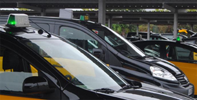El taxi de Barcelona sube el precio de las tarifas un 2,6%