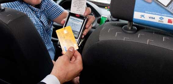 Los taxis madrileños, obligados a llevar datáfono