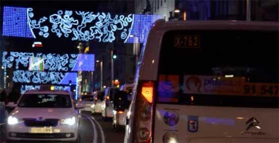 AEMA celebra la Navidad con un paseo bajo las luces