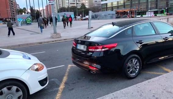 Inmovilizados tres coches Cabify en Barcelona