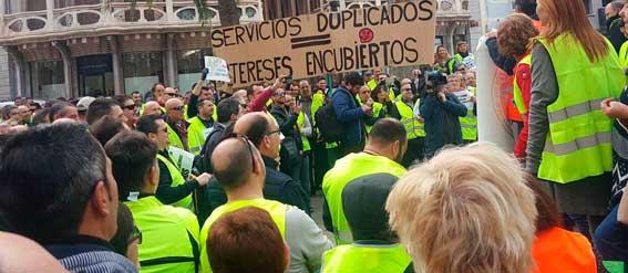 El sector protesta en las calles de Palma contra las nuevas líneas regulares