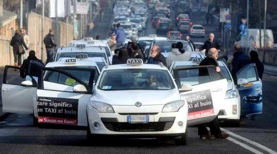 Cuatro días de huelgas y protestas del taxi en Italia
