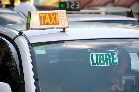Un taxista es agredido por estar cerrado un club de alterne