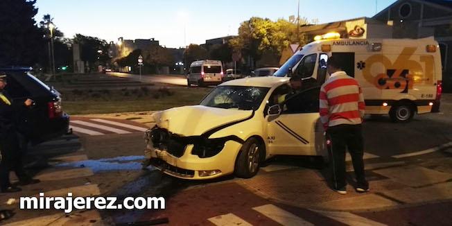 Taxista herido grave por colisión