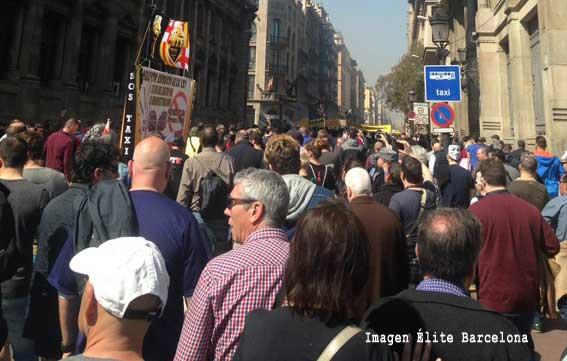 Masiva manifestación en Barcelona contra la concesión de VTCs