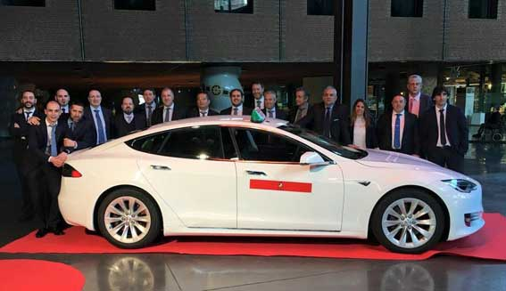Bilbao viste de taxi el Tesla