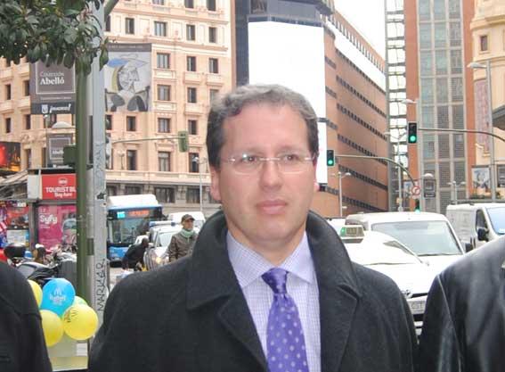 El abogado del taxi, Jose Andrés Díez compra 10 VTCs
