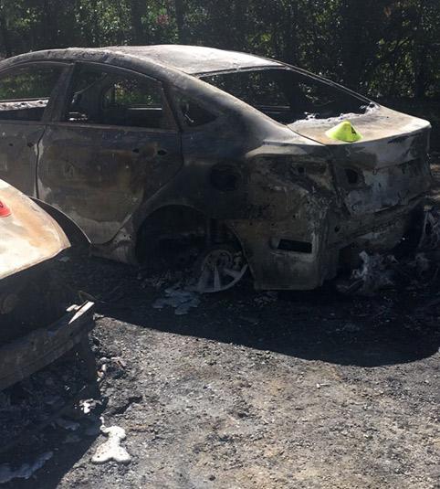 El taxi condena el incendio de VTCs