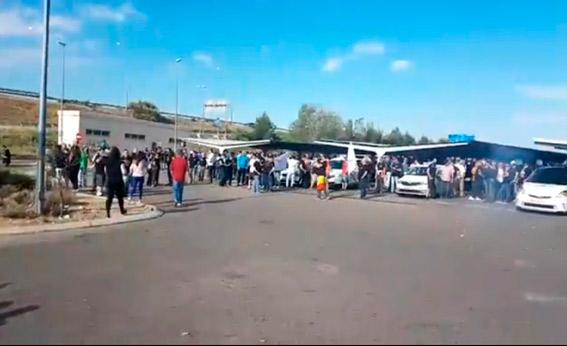 Barajas acoge a miles de taxistas de fuera de Madrid