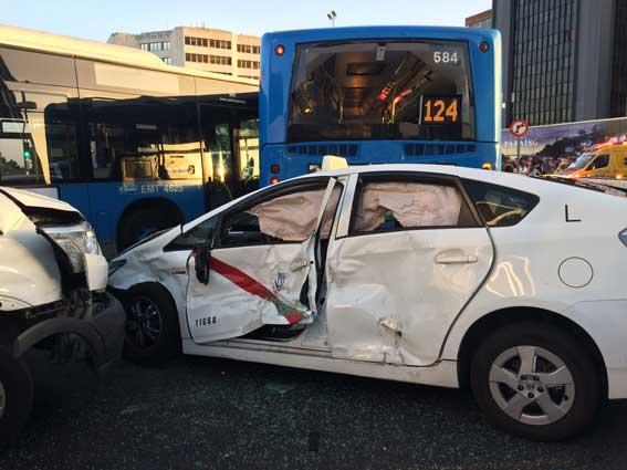 Accidente múltiple en Madrid, un taxi también afectado