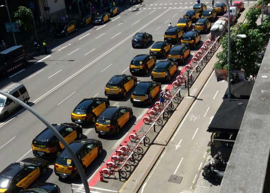 Marcha lenta del taxi de Barcelona el 30-O