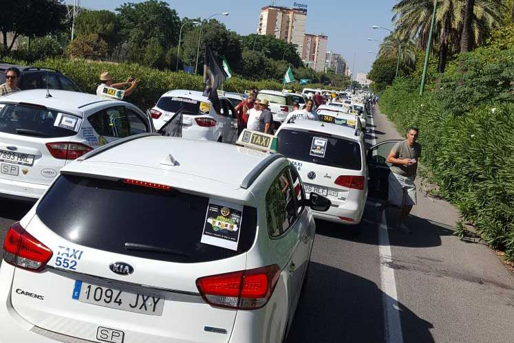 Los taxistas de Sevilla piden mayor control policial en Fibes