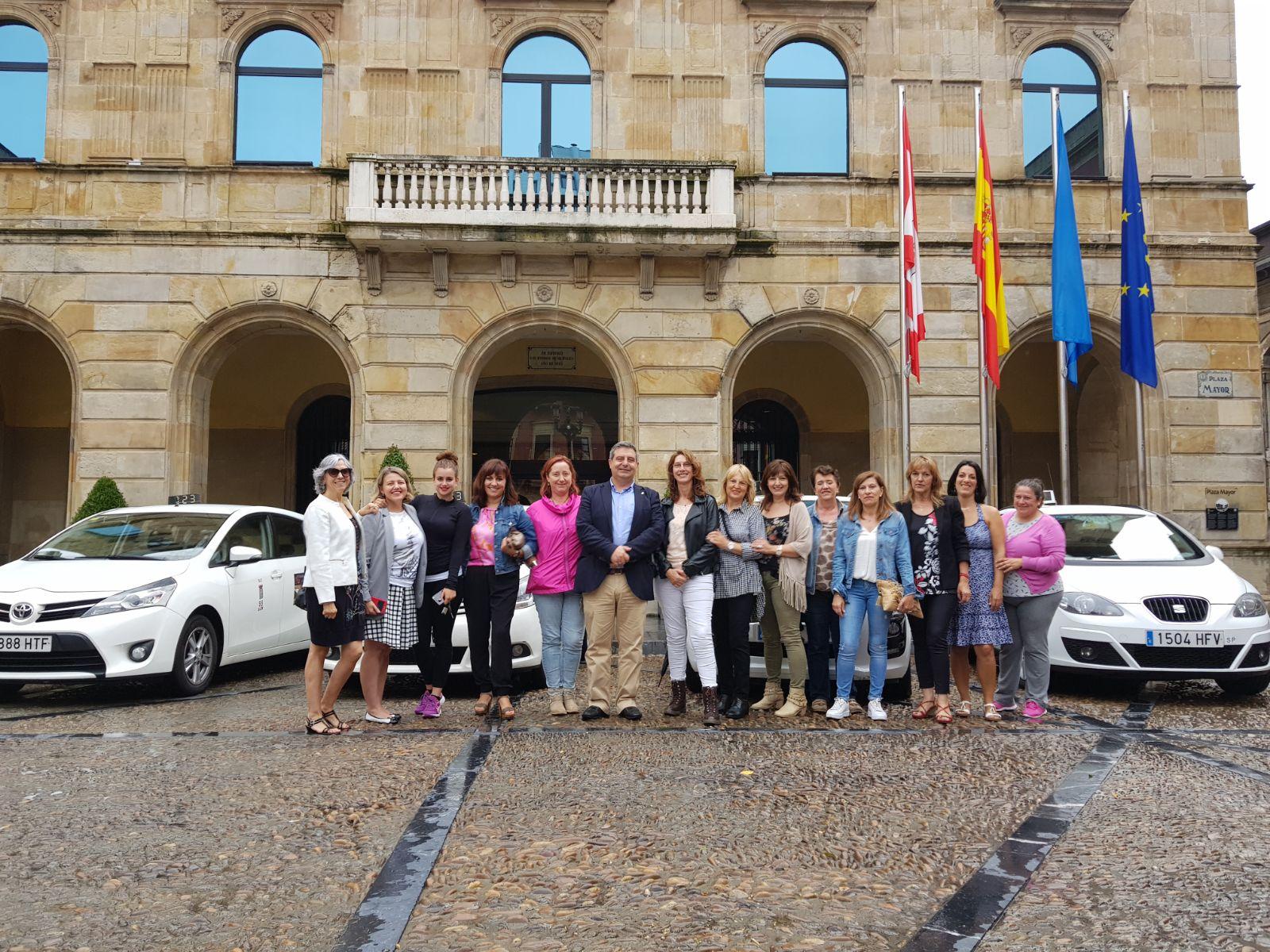 Las taxistas de Gijón luchan contra el olvido