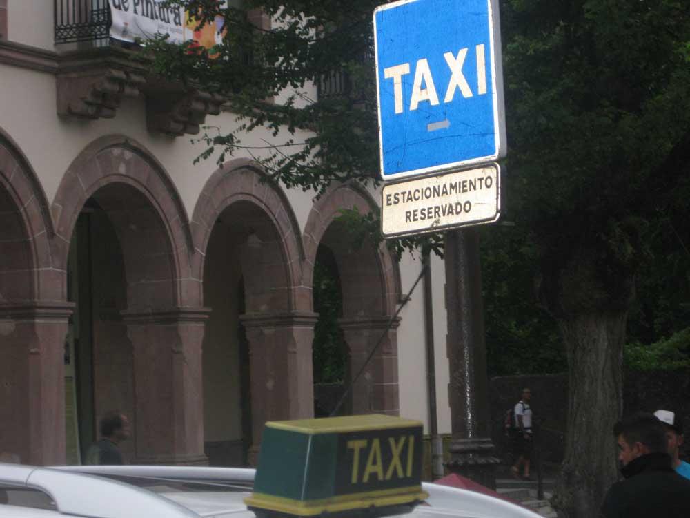 Los regionalistas cántabros estudian implantar el taxi rural a demanda