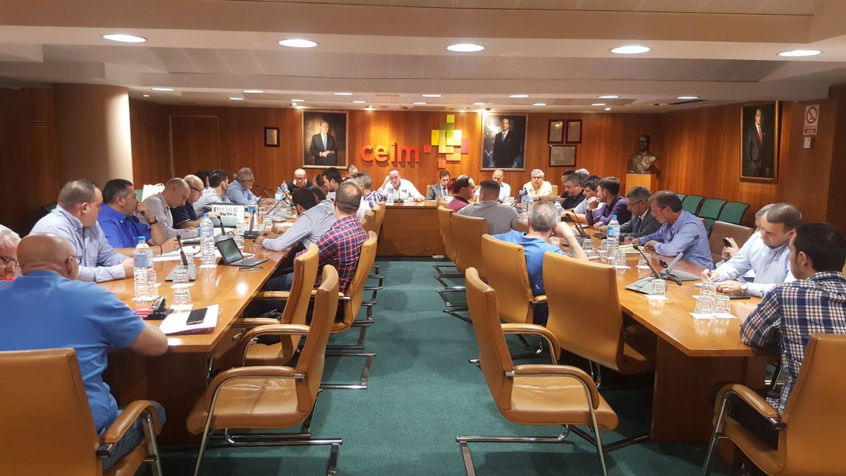Reunión estratégica del taxi contra la CNMC y las VTCs
