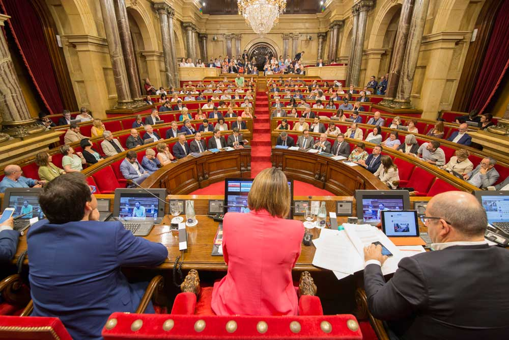 El Parlament de Catalunya convalida el decreto ley de VTCs