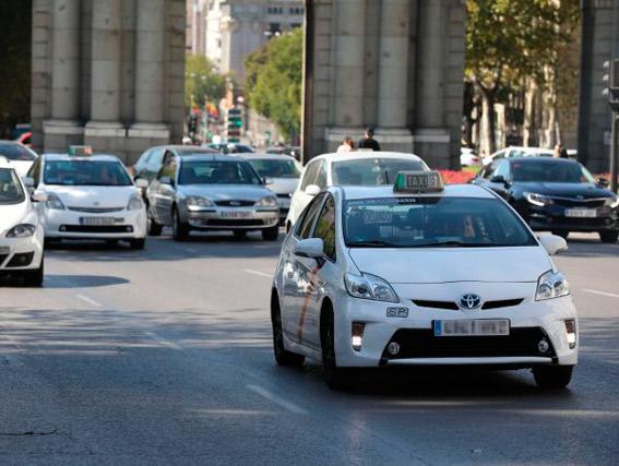 """El taxi reclama """"tarifas más flexibles para competir con las VTCs"""