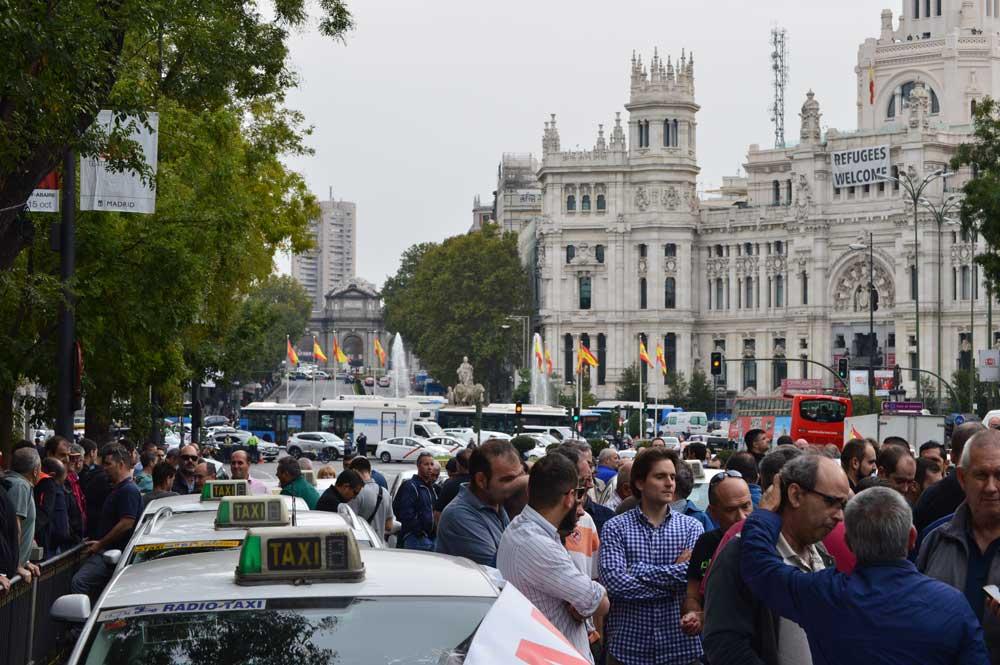 Escasa asistencia en la protesta del taxi ante la CNMC