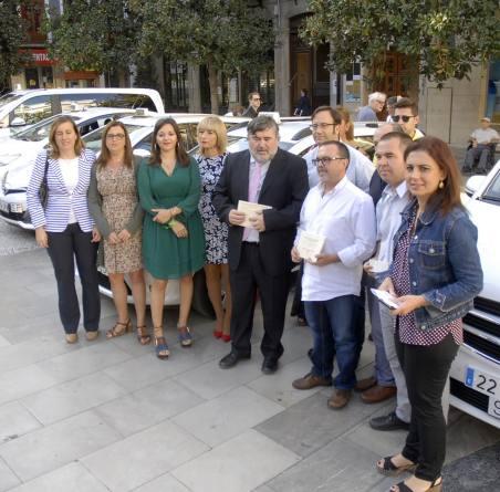 La flota de Granada instala taxímetros parlantes