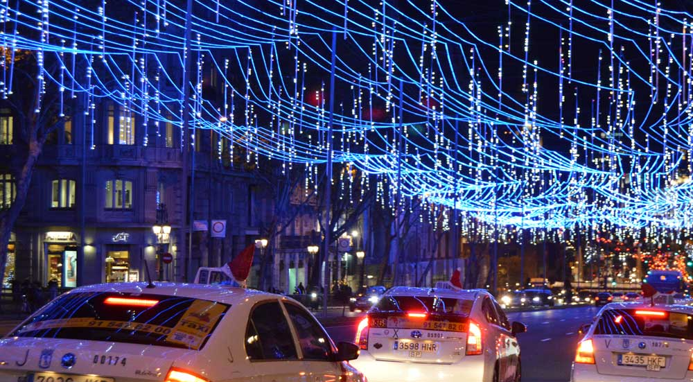 Un paseo en taxi bajo las luces de Navidad