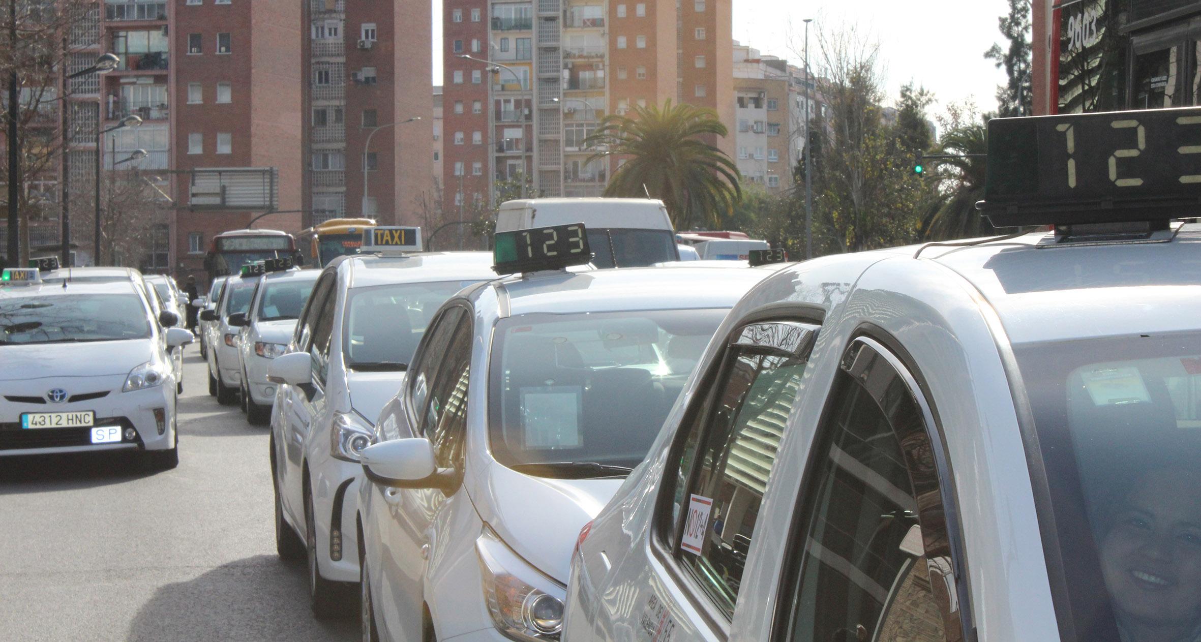 El Supremo anula la regulación horaria del taxi en Valencia