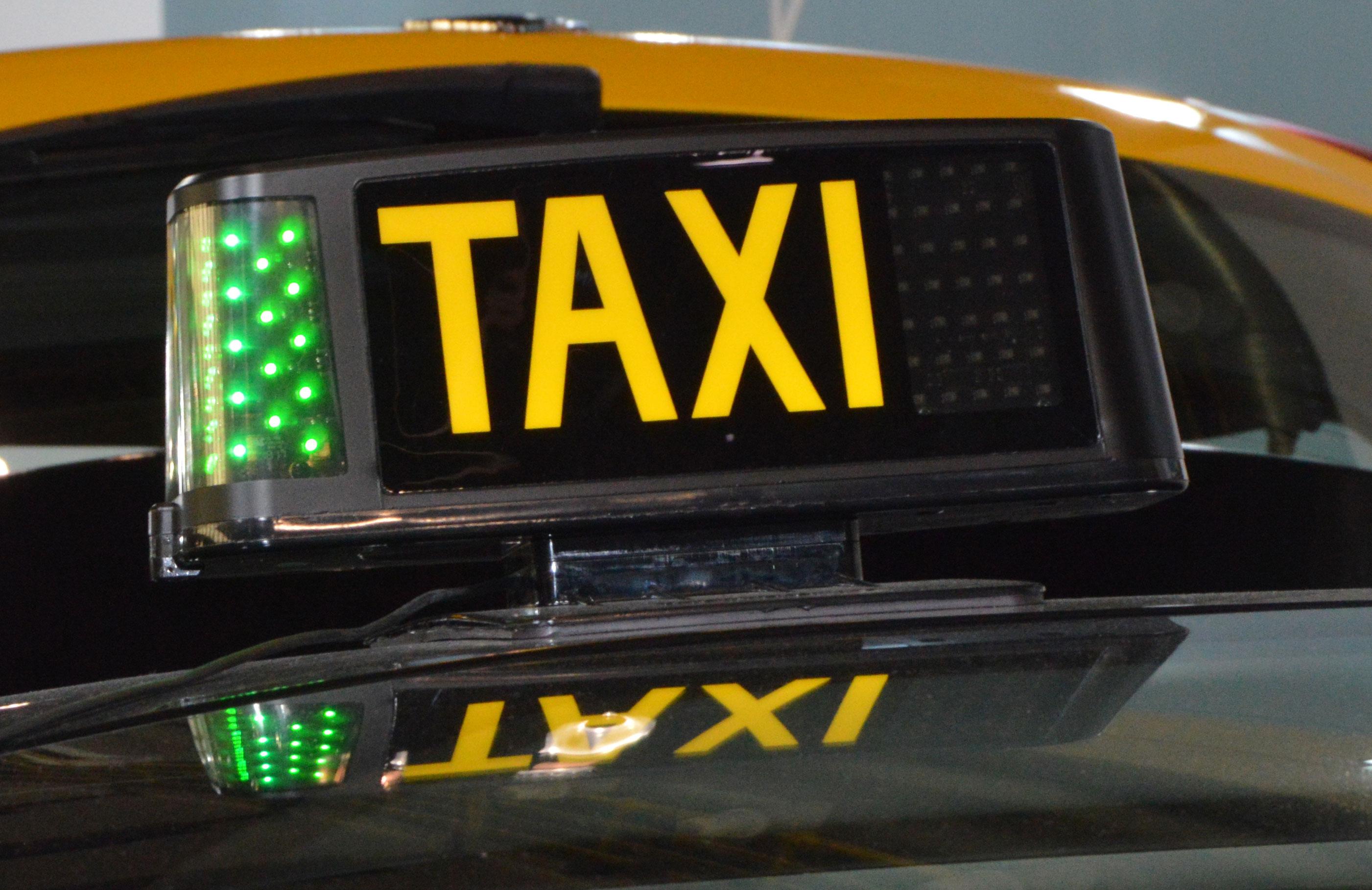 El taxi de Barcelona se regula al 60%