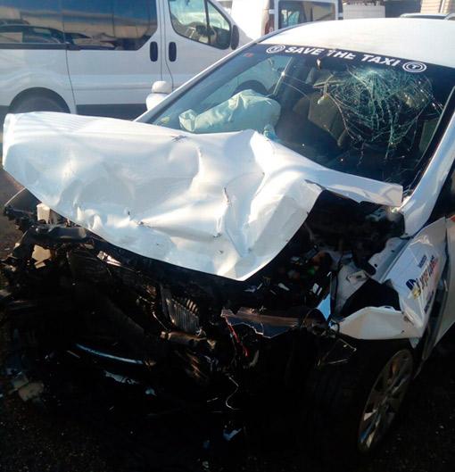 Conductor ebrio embiste a un taxi en Ciudad Real