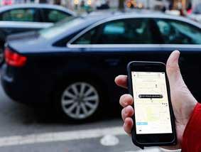 Las VTC acusan a Colau de favorecer al taxi a costa de los ciudadanos