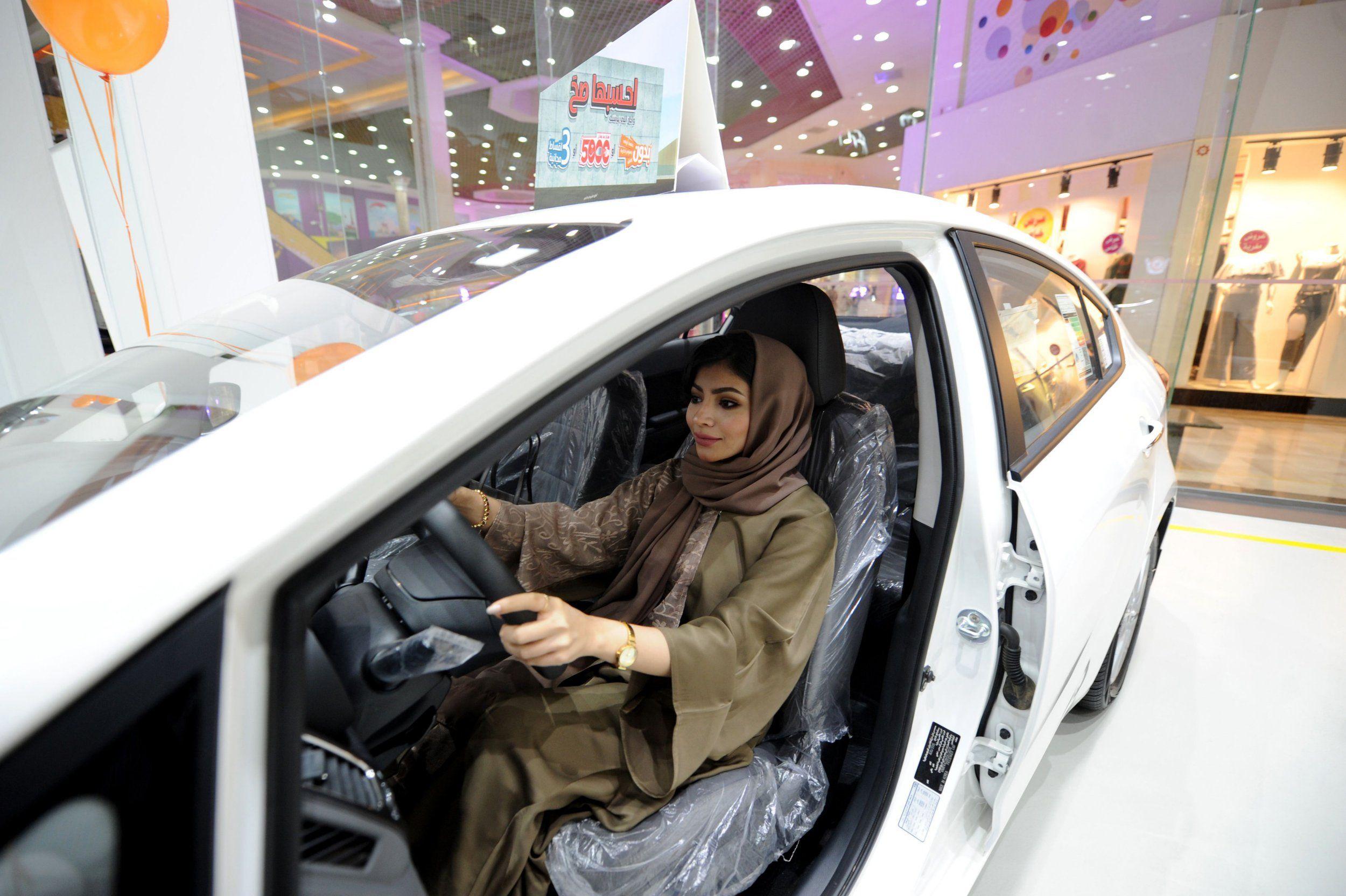 Las mujeres de Arabia Saudí podrán ser taxistas