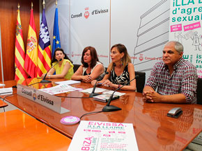 """Los taxistas se suman a la campaña """"No es no"""" del Consell"""
