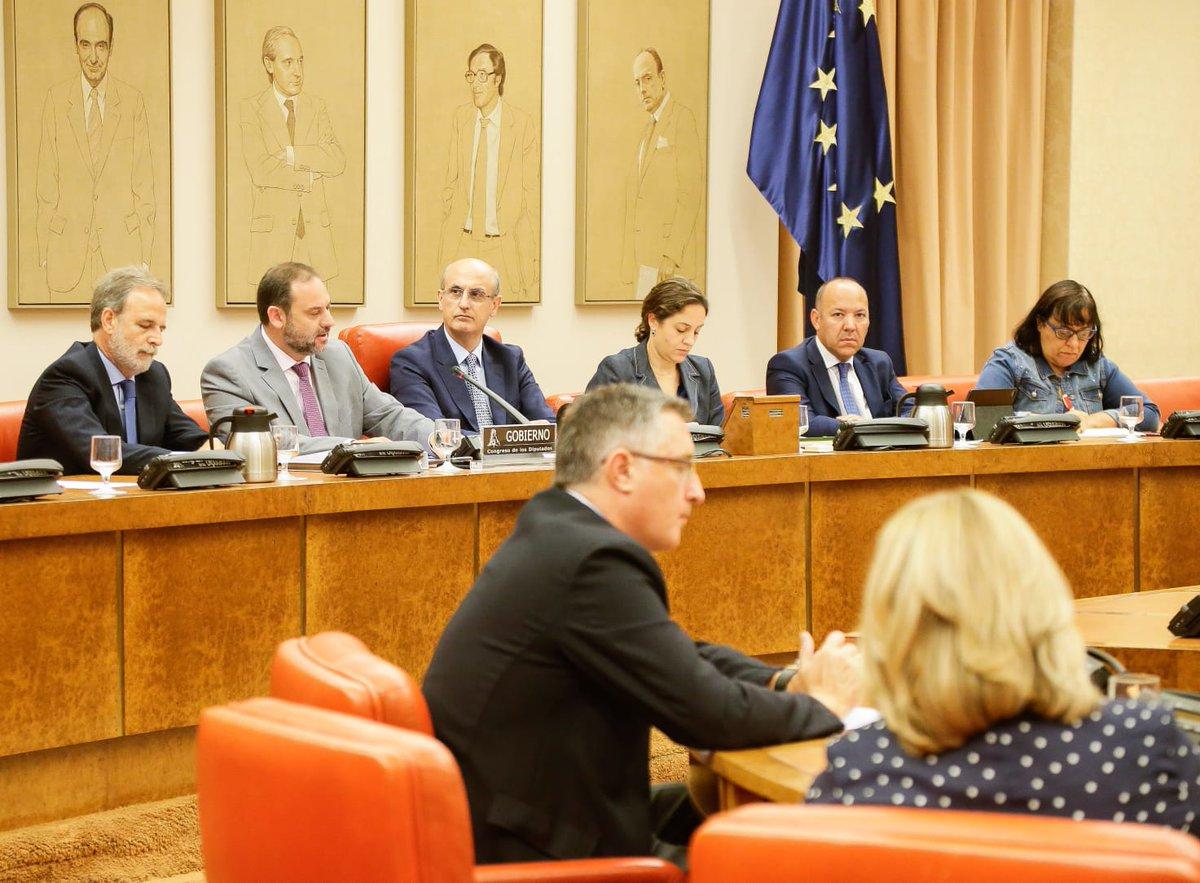 Fomento se plantea transferir las competencias de VTCs a las CC.AA