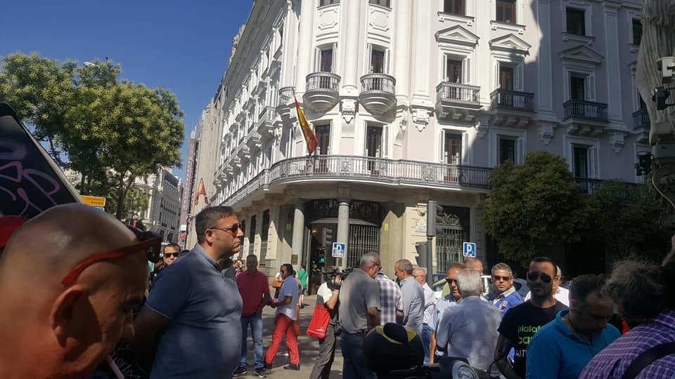Concentración frente a la sede de la CNMC en Madrid