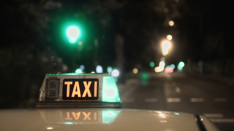 Detenido por agredir y robar a un taxista en Gijón