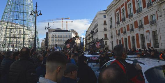 Taxistas de Madrid exigen en la calle una regulación para las VTC