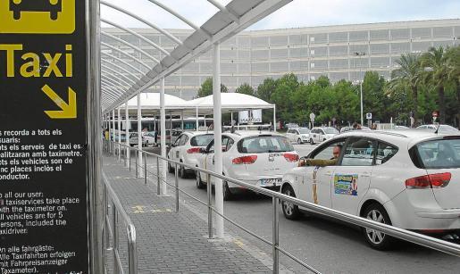El taxi de Palma, preocupado por la demora de las nuevas tarifas