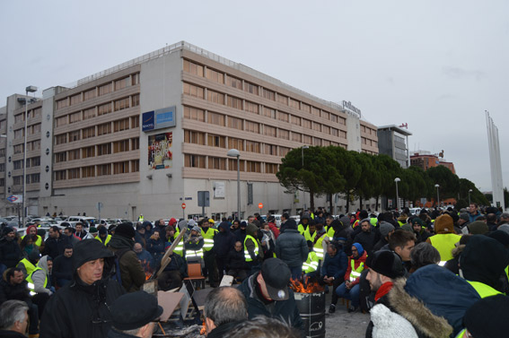 Quince taxistas comienzan una huelga de hambre