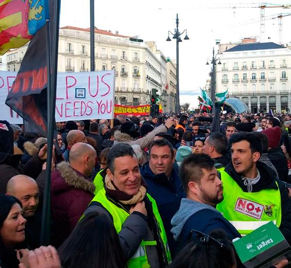 El taxi de toda España abarrota la Puerta del Sol