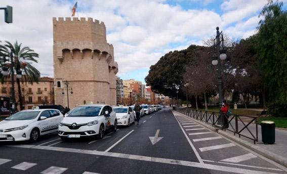 Caen hasta un 85% los servicios de taxi en la Comunidad Valenciana