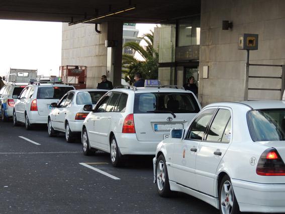 El taxi de La Laguna pide más vigilancia para el intrusismo