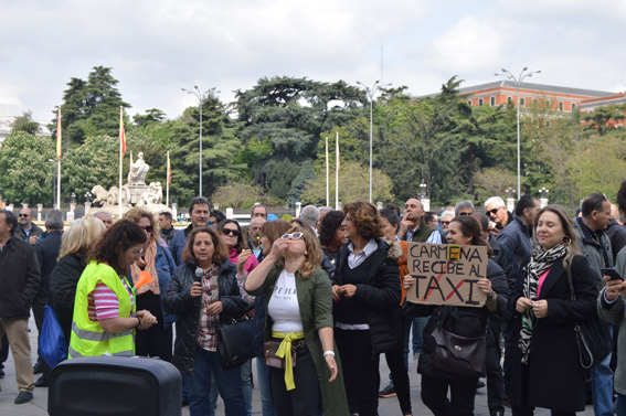 Taxistas madrileños protestan contra Manuela Carmena