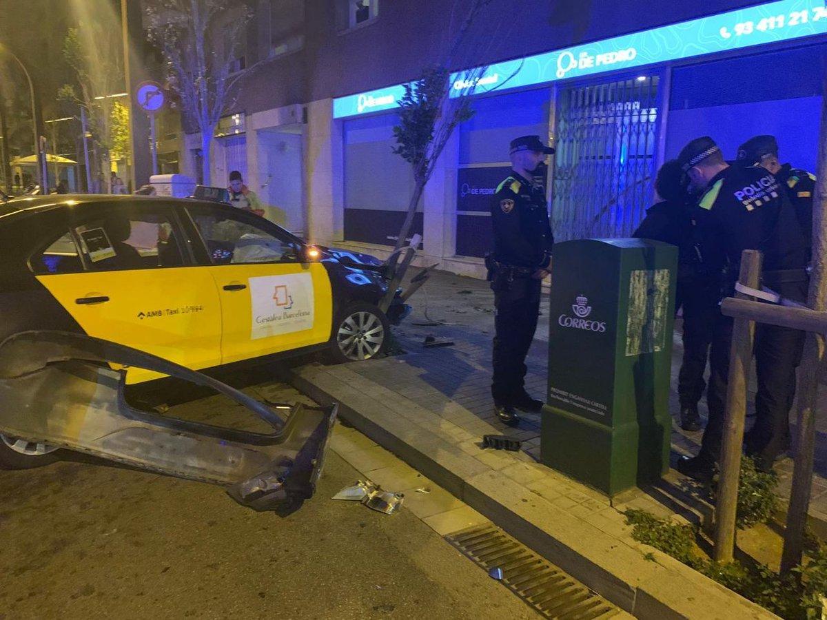 Roba un taxi a punta de navaja y después se estrella