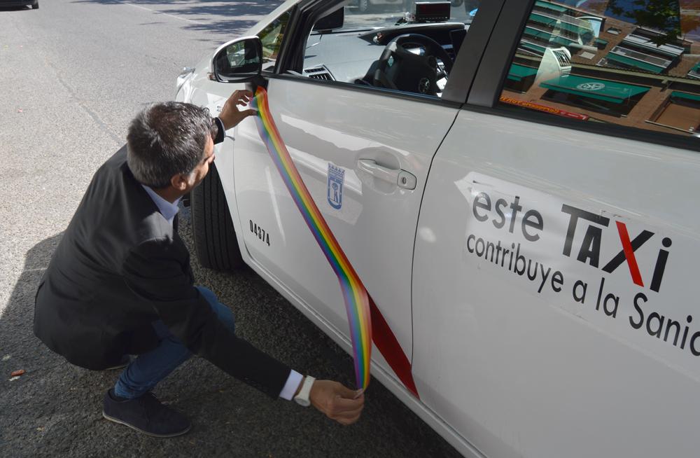 Más de 3.000 taxis lucen ya los colores del ´Orgullo´