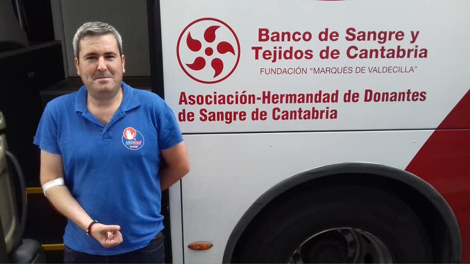 Los taxistas cántabros muestran su cara más solidaria donando sangre