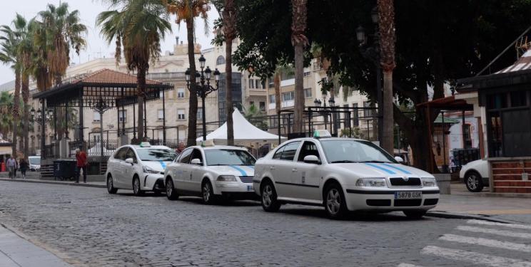 Huelva revocará seis licencias de taxi para reestructurar el sector