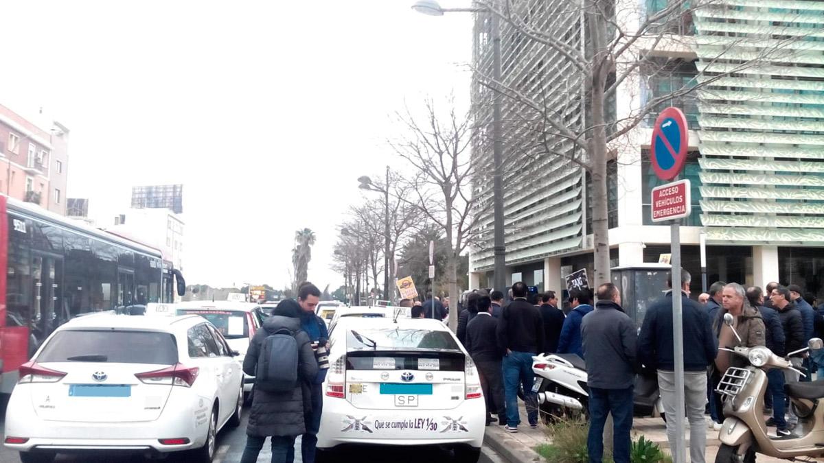 Taxistas de Valencia piden que las VTC cumplan la ley