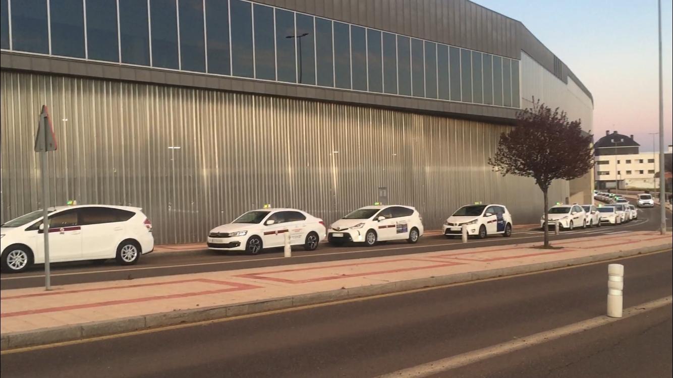 El taxi de León homenajea a los sanitarios que luchan contra el coronavirus