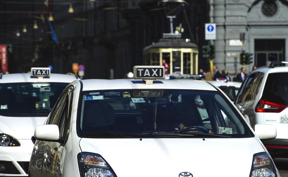 Muere por COVID-19 un taxista de Milán que realizaba traslados sanitarios