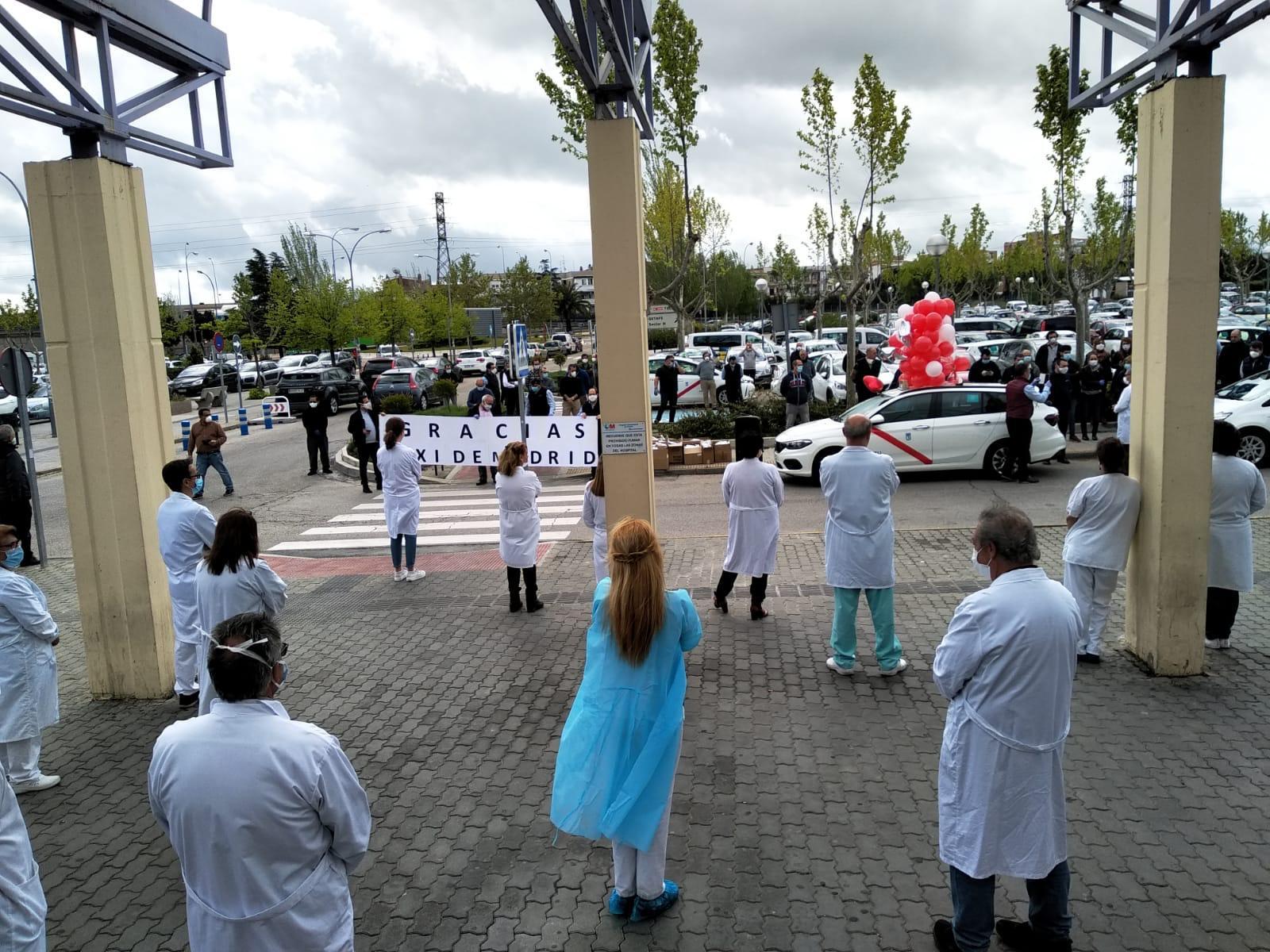 Aplausos solidarios para sanitariosy taxista, víctima del Covid-19